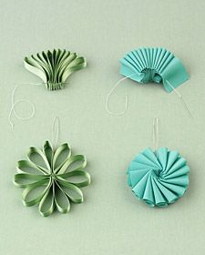 Ribbon into flowers... brilliant & simple!