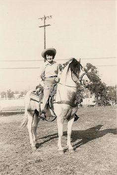The urban cowgirl! #vintage #cowgirl #horse #Western