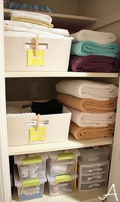 How to organize your linen closet :) & How to clean your bathroom I. Less than 5 minutes.