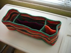 Perfect for a Tote: Purse Pocket Divider Thingy: free #crochet #pattern