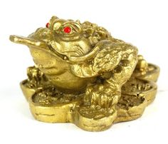The three-legged toad is the most auspicious symbol of moneymaking in feng shui practice. Use it to attract wealth and enhance career luck.