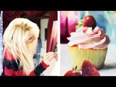 ▶ Girl Paints REALISTIC CUPCAKE - YouTube