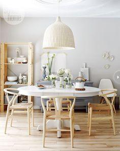 mesa jantar antiga pintada branco.  Achados de Decoração