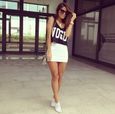 Sneaker outfit: beige mink skirt, crop top, sneakers, shoulder bag and sunglasses.