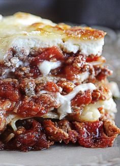 The Best Lasagna Recipe ~ Says: I am NOT joking- this is the BEST lasagna recipe EVER.  Like, lick-off your-plate good, seriously.