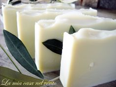 Sapone fai da te.Ricetta classica  http://lamiacasanelvento.blogspot.com/2011/04/sapone-naturale-allolio-di-oliva.html