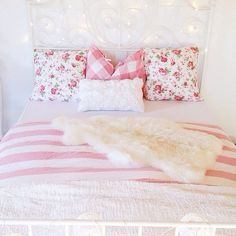 Pink floral bedspread #girlydecor Interior, Bedroom Idea, Pillow, Bed Decor, Bedroom Floral, Bedroom Style, College Rooms, Dream Rooms, Bedding Decor