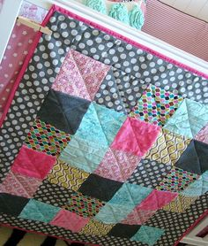 DIY baby quilt-would be in boy colors though. ;)
