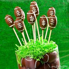 Kick off the festivities with football cake pops! Click the image to learn how & see more football party food ideas!