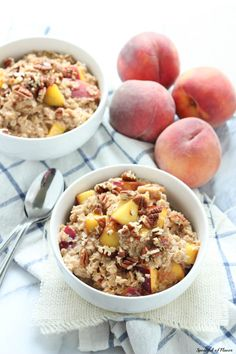 Peach Cobbler Oatmeal - an easy and delicious breakfast ready in less than 10 minutes!