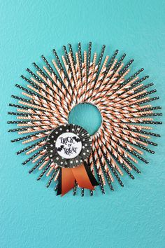 #papercraft #Halloween #wreath Check out PaperCraftersCorner.com for tons of scary-ggood papercrafting ideas for Halloween. Posts weekly and prizes!