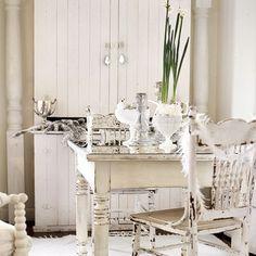 winter white table scape