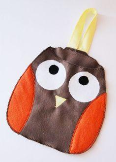 Lixinho para carro, feito inteiro de feltro, em formato de corujinha. Lindo e útil!    *feito sob encomenda R$20,00