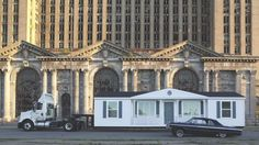 Майк Келли (1954-2012). The Mobile Homestead in front of the abandoned Detroit Central Train Station, 2010