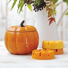 Pumpkin Glow ScentGlow® Warmer by PartyLite® Candles, electric...no flame! More holiday decor ideas here : http://www.partylite.biz/legacy/sites/nikkihendrix/productcatalog?page=productdetail&sku=P91095&categoryId=55408&showCrumbs=true