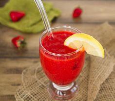 60 Second Strawberry Lemonade - no white sugar!