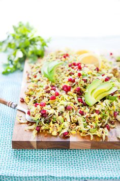 Salade quinoa/avocat/grenade/choux de Bruxelles