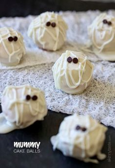 These Mummy Cake balls are the perfect spooky dessert for your Halloween party!