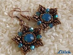 Chanton earrings with super-duos.  Full tute with lots of pictures but translate.  #Seed #Bead #Tutorials