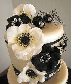 A Halloween cake that keeps it classy with simple black and white.