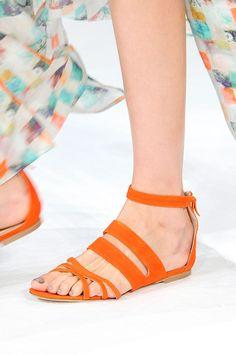 Tendencias primavera verano 2013 sandalias de piso accesorios zapatos - Paul and Joe