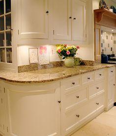 Rounded corner cabinets... neat idea.