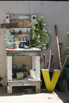 41 Awesome Potting Stations for Every Gardener