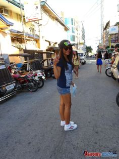 Hot Filipina babe on A. Santos Street Blow Row Angeles City Philippines #angelescity #blowrow