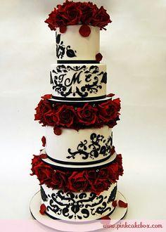 Stunning Wedding Red, Black & White ☆ Wedding Cake   Keywords: #redblack #jevelweddingplanning Follow Us: www.jevelweddingplanning.com  www.facebook.com/jevelweddingplanning/