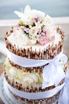 Pretty for an outdoor wedding #cake
