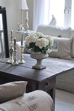 prettie-sweet: (via Salon~Living Room love)