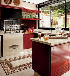 cozinha vermelha c/ cimento queimado e ladrilio hidraulico de tapete