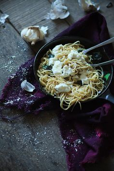 Black pepper and garlic spaghetti
