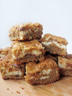Chocolate Chip Cheesecake Bars | YummyAddiction.com | #cheesecake #bars #blondies #chocolate #dessert #diy #stepbystep