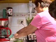 Excelente video para estudiantes de español.  A Comer (Cocinando Chileatole) - YouTube