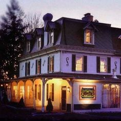 Though the namesake Marquis de Lafayette managed an escape from the British here during the Revolutionary War, not all of those who've visited this 1732 Inn in Lafayette Hill, Pennsylvania, have chosen to leave. Two waitresses were closing theGeneral Lafayette Inn and Bre