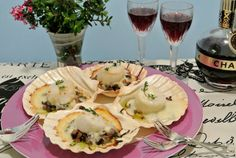 French, for scallops and mushrooms baked in a creamy cheese sauce, these Coquilles Saint-Jacques will definitely wow your dinner guests. Usi...