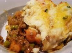 Cottage Pie Recipe topped with mashed cauliflower~This is the BEST mashed cauliflower recipe too! I make it sometimes just as a side!