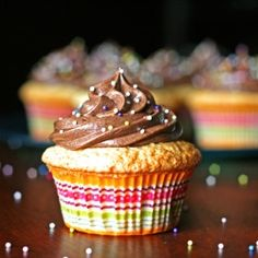 Perfect Yellow Cupcakes & Chocolate Buttercream - the ideal basic cupcake