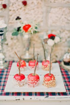 cozy winter, candies, candy apples, candi appl, southern weddings, fall weddings, winter weddings, fall foods, caramel apples