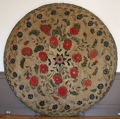 RARE HOOKED ON LINEN ROOM SIZE RUG
