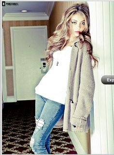 Sarah Hyland Lazy Day outfit