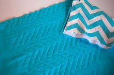 This is an AMAZING tutorial even for one as allergic to stitching as me!!!  A beautiful chevron quilt. no piecing, just sew over the chevron pattern on the fabric.  I see LOADS of applications for this one!!!