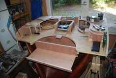 brilliant work bench custom made and designed - great ideas - translate and read forum! #jewelrymaking http://bijouxalacheville.forumactif.org/t3225p15-l-etabli-idealenfin-je-veux-dire-l-ideal-d-un-etabli-suivant-mes-idees