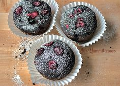 These vegan chocolate raspberry avocado cakes from ItsYummi.com are a healthier way to get your chocolate fix!  #FlavorsOfSummer #HealthyDes...