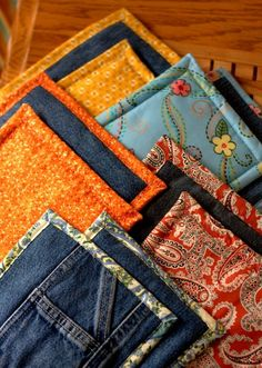 Love these homemade Hot pads with denim. What a great way to re-purpose old jeans.