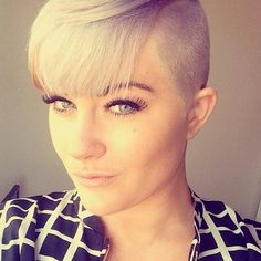 shorthairbeauty: WOW. Blunt bangs and undercut on the side