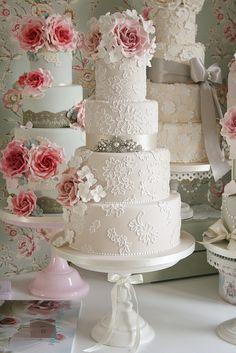 Roses and lace wedding cakes | #cake #weddingcake