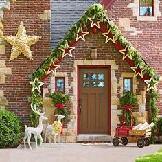 Give your home the star treatment with this stunning Christmas entryway.