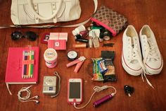 The Freckled Fox : What's in My Blog Conference Bag (Top 10 Essentials) #blogging #conferences #socialmedia